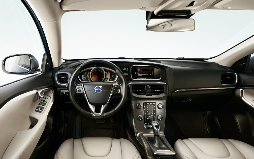 volvo-v40-D2-Kinetic-interno